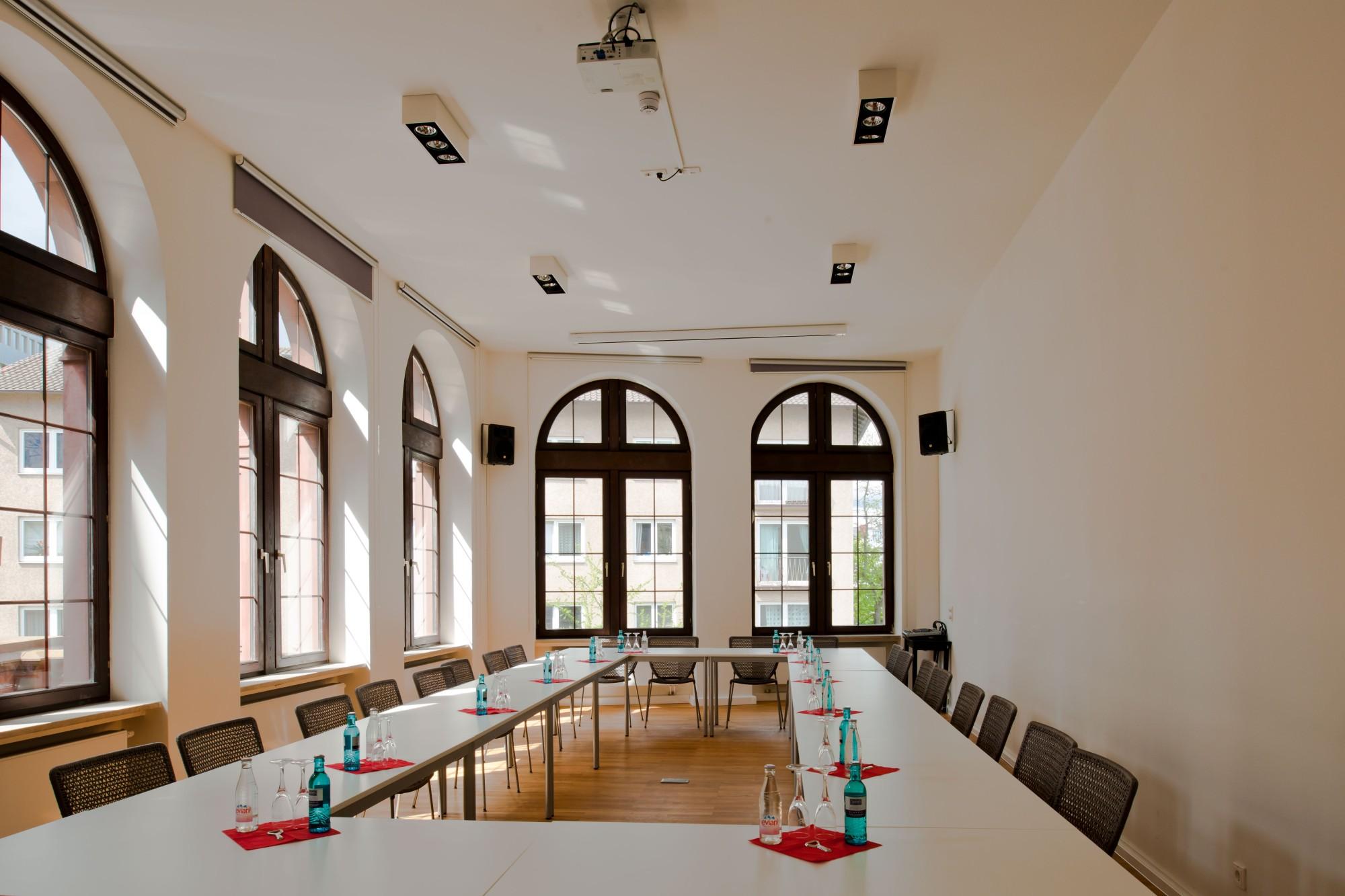 Konferenzraum 20   Frankfurter PresseClub buchen   RAUMPERLE
