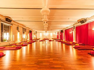 Yoga Workshop Reihen Roter Salon Bremen
